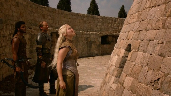 Daenerys arrive to the House of Undying